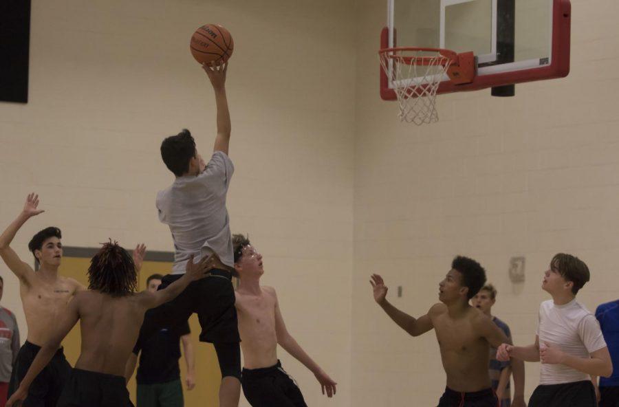 Boys+Varsity+Basketball+Dribbles+Into+A+New+Season