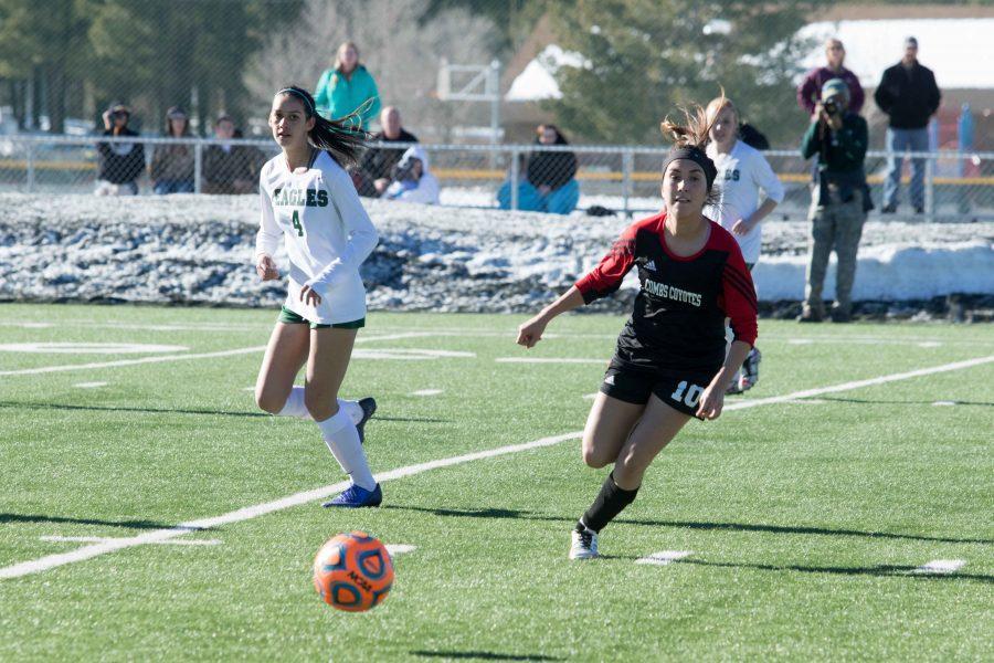 Midfielder Yasmin Leon (#10) running towards the ball.